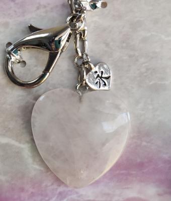 Rozenkvarc kristal u obliku srca
